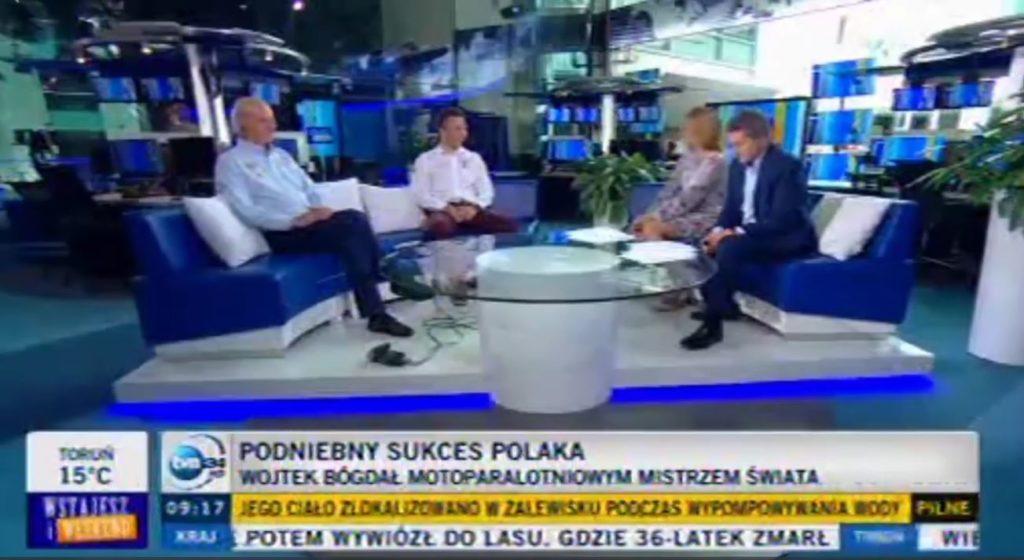 """Wojtek Bógdał i Adam Paska w programie """"Wstajesz i weekend"""" w TVN24"""