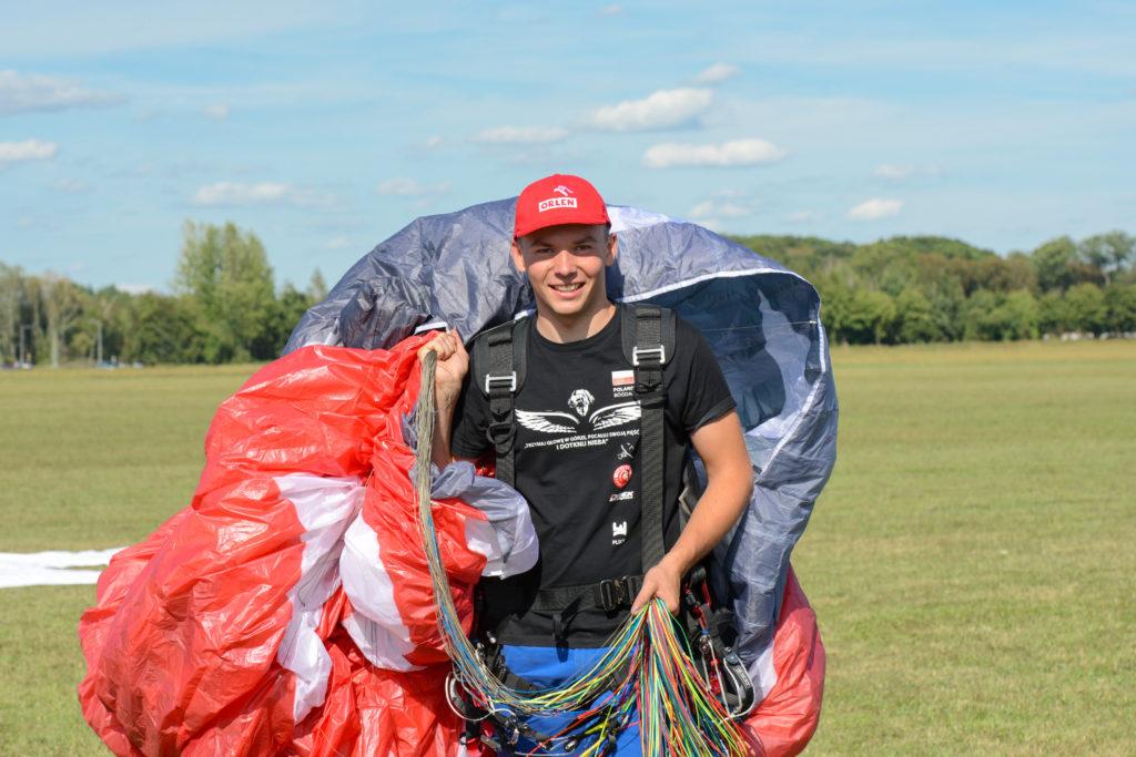 Mistrz Świata w motoparalotniarstwie będzie sponsorowany przez Orlen
