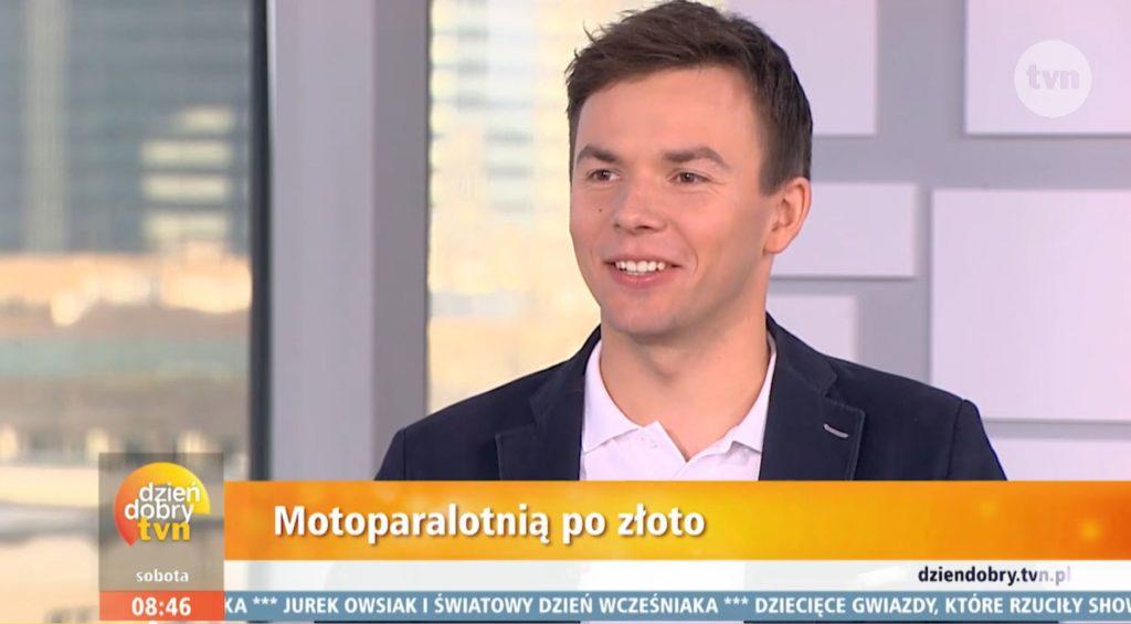 Złoty motoparalotniarz w Dzień Dobry TVN 17.11